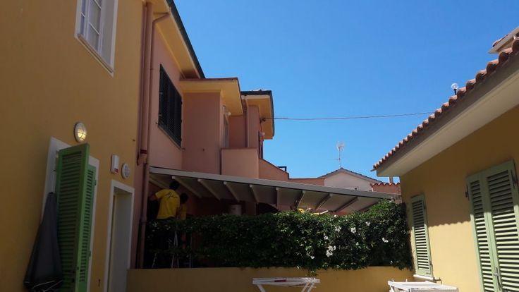 pergola con 5 metri di sporgenza per copertura giardino interno
