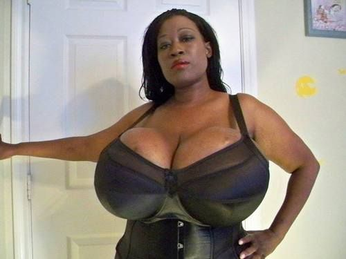 Black Chica With Large Breasts Morena Senos Tetas -4208