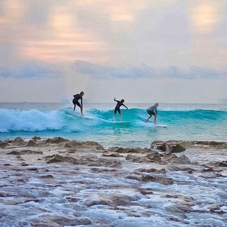 LIKE us on Facebook: One + three quick snaps = this beautiful blend of ph https://t.co/sbPUfgfIxG https://t.co/lQ9uv4R7IN in #surfing in phlow