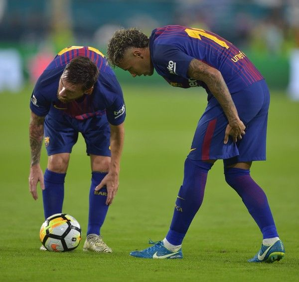Neyman (R) of Barcelona has a word with teammate Lionel Messi (L) during their International Champions Cup football match against Real Madrid at Hard Rock Stadium on July 29, 2017 in Miami, Florida.      / AFP PHOTO / HECTOR RETAMAL
