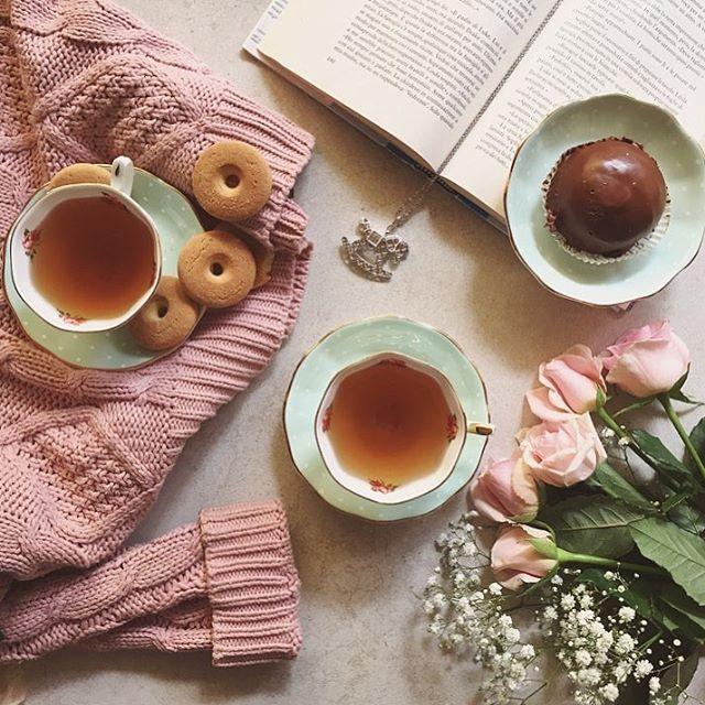 """""""C'era una volta in un autunno vestito di colori pastello, una ragazza che amava bere il tè con le sue care amiche e raccontare i suoi sogni per il futuro"""" 💓 Un buongiorno dolcissimo a tutte voi 🎀 #ceraunavolta #rosatogioielli 💎 @rosatogioielli 💗"""