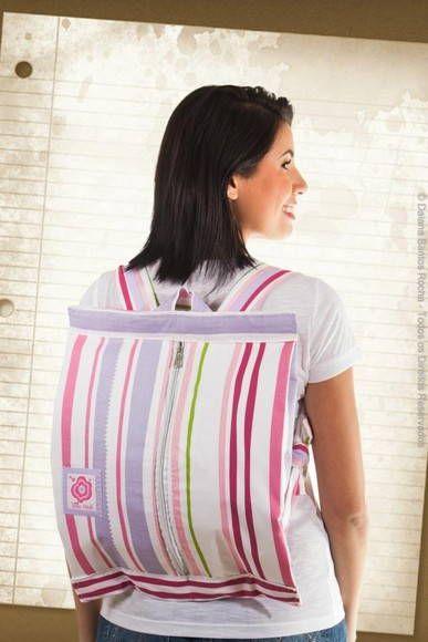 Linda e compacta mochila ideal para pequenos passeio no dia a dia, cursinhos, com espaço ideal para um caderno de 10 materias (universitario), uma pasta A4 e estojo! R$ 60,00
