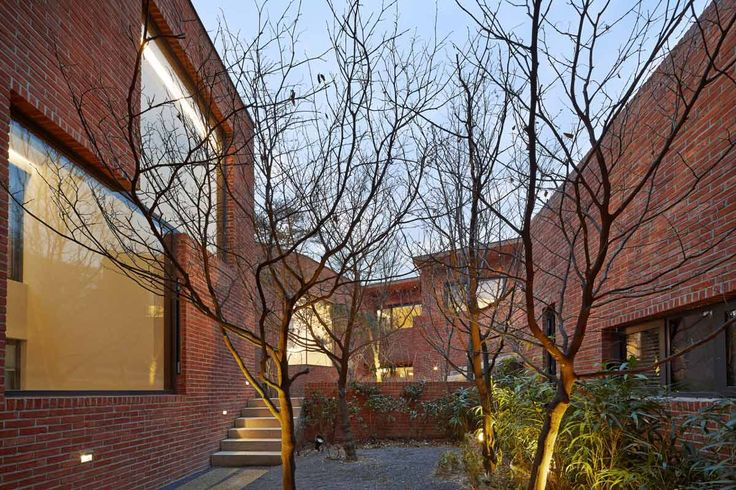 © Roh Kyung - Fortress Brick House / Wise Architecture