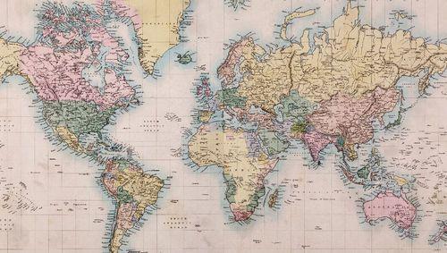 DIY: Para decorar com mapas, uma letra caixa Atlas — Shutterstock Blog Brasil