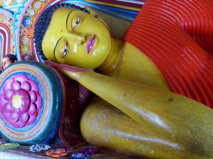 Buddhafigur bei Anuradhapura