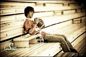 Looking for some neat football poses for fall pictures