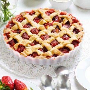 Jordgubbspaj är verkligen pajernas paj. Här är ett underbart gott recept på jordgubbspaj, med nektariner. Servera gärna tillsammans med en stor klick vaniljsås!