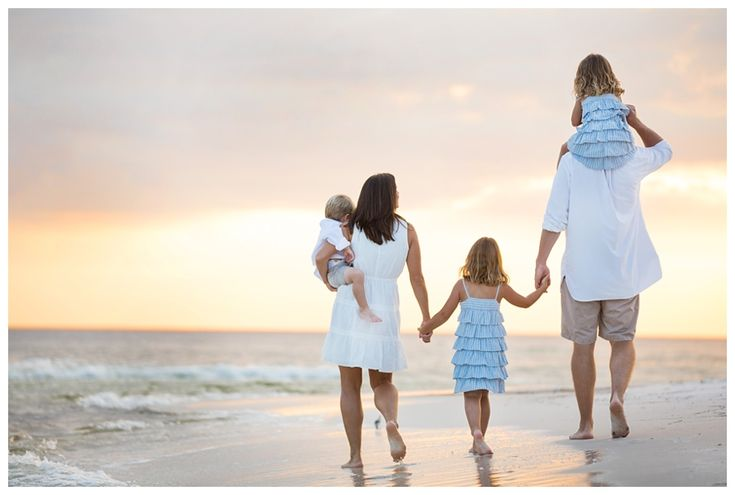 beach family portrait ideas