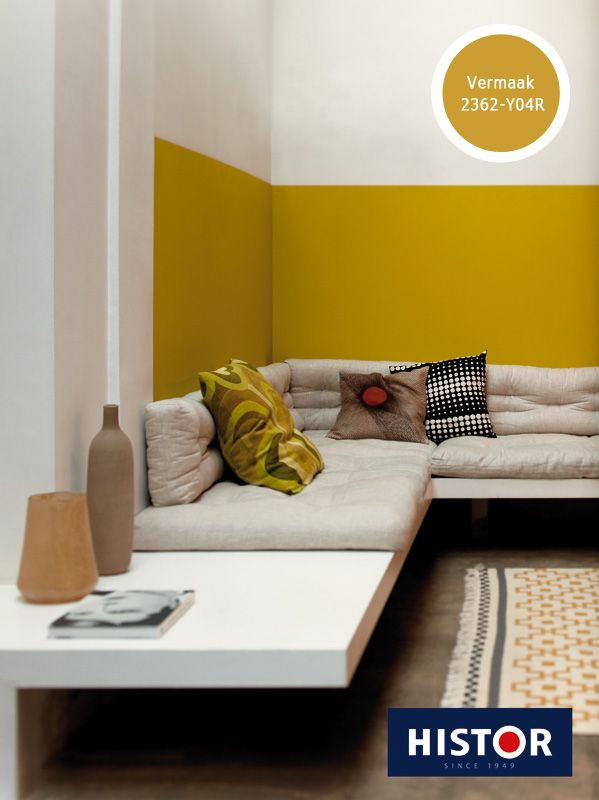 Warm en sfeervol zijn de gelen van nu. Ben je geen fan van geel? Probeer eens een deel van de muren te verven, je kunt er wel intimiteit mee creëren.