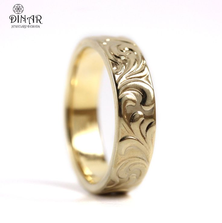 Gold engraved band.