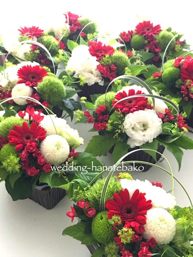 日本庭園が美しい会場でのウェディングパーティの卓上花。「仰々しくない、さりげないテーブル花で」とのご指定でした。  ウェディング花手箱