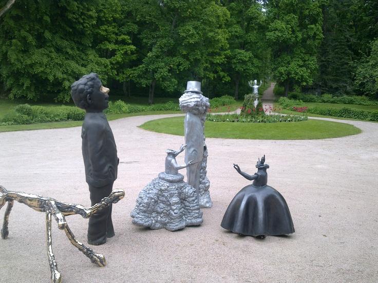 Statues at Pyhäniemi Manor