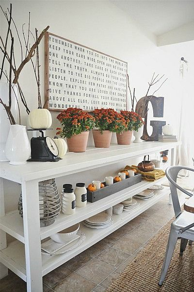 LOVE this crisp clean autumn fresh dining room. So pretty @Lizmarieblog.com  Be sure to click over to the see the table. Beautiful.