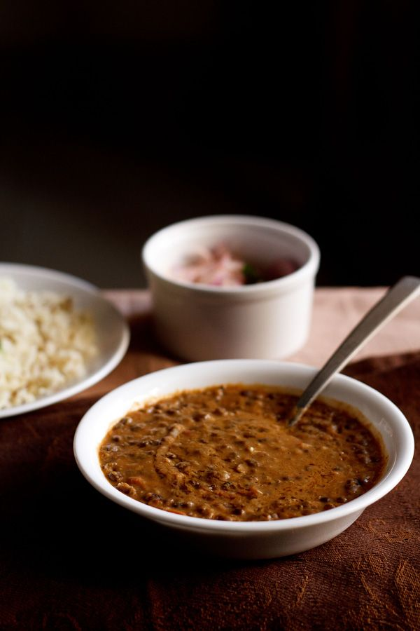 dal bukhara recipe – rich, creamy slow cooked whole urad dal (black gram) with tomato puree, butter and cream. a dal recipe made famous by ITC maurya hotel in delhi. step by step recipe.