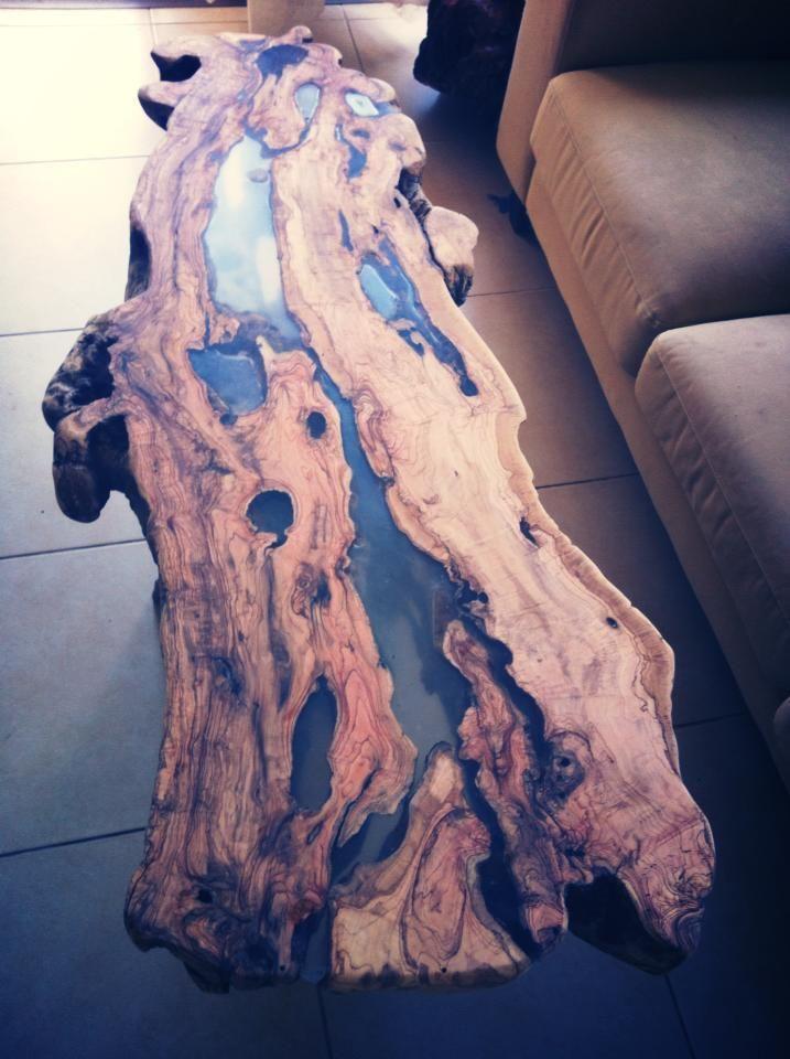 Ein Olivenbaum Tisch mit Epoxidguss, den ich gemac…