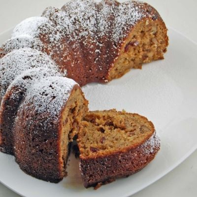 Κέικ με καρύδια και σταφίδες