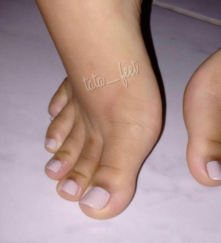 Pre teen foot