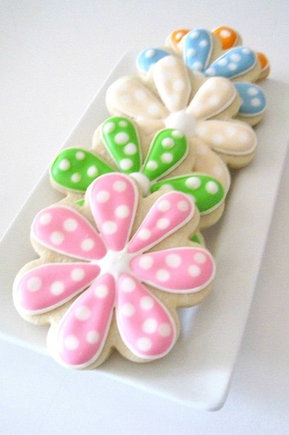 Daisies sugar cookies by MadeWithButter on etsy