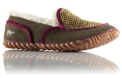 Slip into comfort with this go-anywhere shoe. Suede leather and wool blanket upper is lined with soft, inviting fleece, while molded EVA footbed cradles your foot. Rugged traction outsole travels from dorm to class with equal ease.