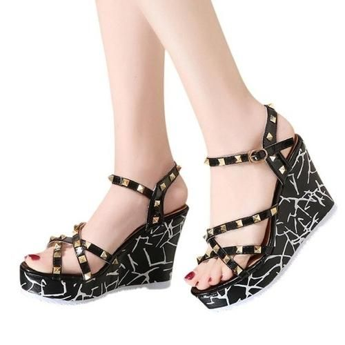 173fc46e8320 Department Name  Adult Item Type  Sandals Fashion Element  Buckle Style   Classics Back