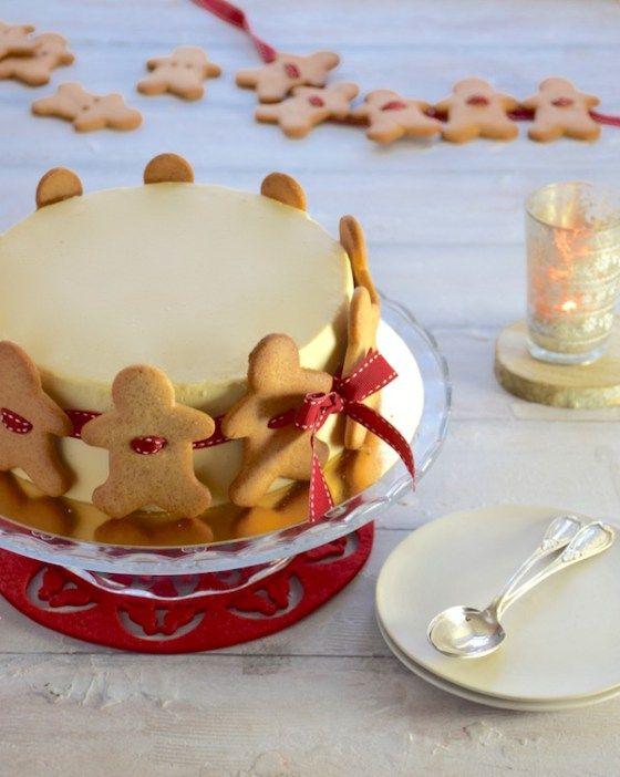 Découvrez ce gâteaux guirlande aux saveurs de Noël et à la décoration originale : un gâteau pommes-cannelles décoré d'une guirlande de pains d'épices !