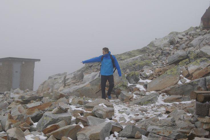 Været skifter i løpet av få minutter på Gaustadtoppen. På samme dag har vi skyfri himmel, snøfall,sterk tåke og vind som kommer og går :-)