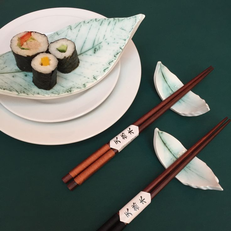 Chop Stick Rests for Sushi moulded from real leaves.  Perfect as an eating aid to Japanese and Chinese food, bringing a contemporary feel to your dinner ware and impressing guests!