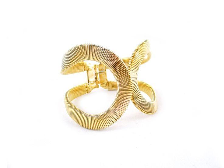 Elegancka 2-częściowa bransoletka, która z łatwością dopasowuje się do rozmiaru nadgarstka.  Bransoletka zaciskuje się automatyczne dzięki wbudowanemu delikatnemu zatrzaskowi.