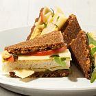 Een heerlijk recept: Sandwiches met kaas appel rucola en mosterdsaus