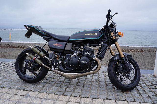 At the sea front by Suzuki GT750 . The Kettle Club, via Flickr