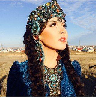 Üst üste birkaç tane böyle Orta Asya Türk kızlarını paylaşmamın nedeni bir sitede Türk kızlarına çirkin denmesidir.