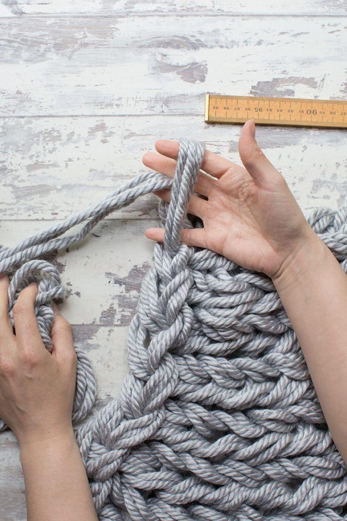 DIY Arm Knitting Yarn Cushion Cover