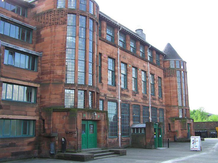 De noordelijke façade van Charles Rennie Mackintosh's Scotland Street School in Glasgow, Schotland.