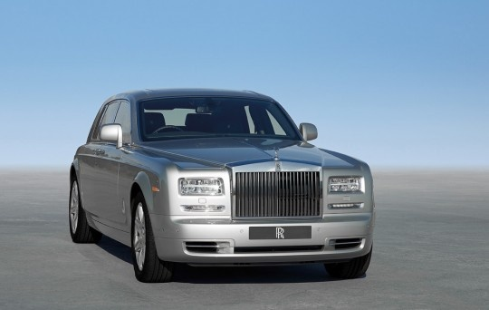 2013-rolls-royce-phantom-2-car-2
