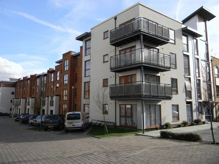 Monthly Rental Of £775  1 Bedroom Ground Floor Flat Apartment / Studio - Commonwealth Drive, Crawley, West Sussex, RH10 1AP Estate Agents