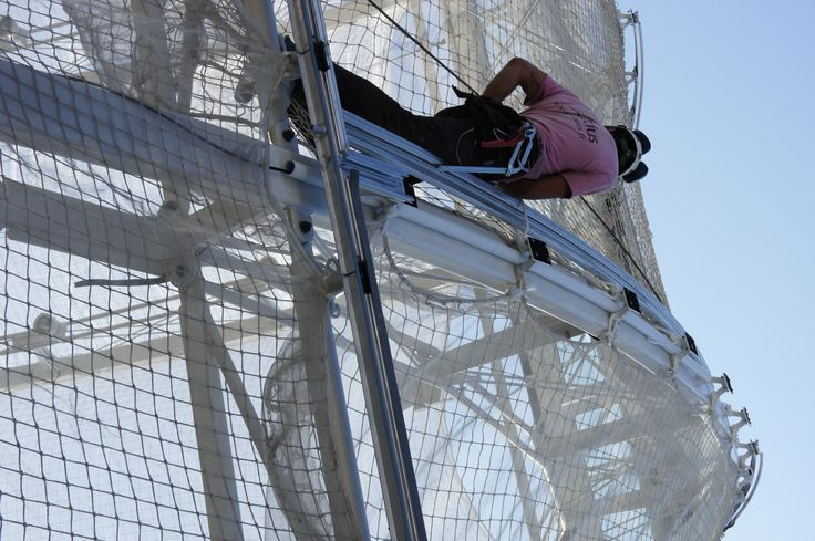 Montpellier Railway Station - a worker installing the ETFE supporting rails - 03/2014 - AREP / MaP3