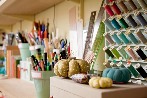 organized artistCreative Ideas, Organic Artists, Crafts Room, Cleaning Organic, Flower Pots, Sewing Room Organic, Sewing Rooms, Studiocraft Spaces, Craft Rooms