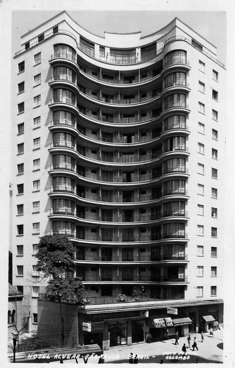 Anos 60 - Hotel Alvear na avenida Casper Líbero. Já guiei turistas alemães que tinham feito questão de ficar neste hotel. Ele realmente é uma jóia do centro de São Paulo.