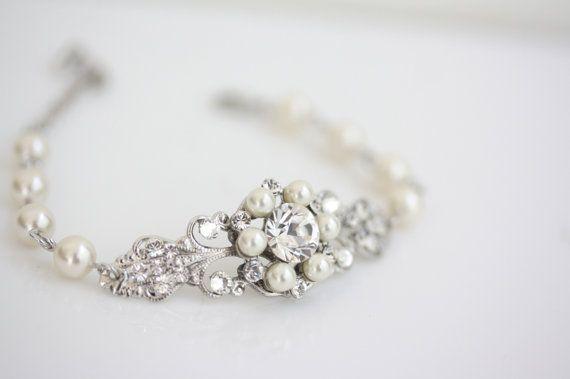 Hoi! Ik heb een geweldige listing op Etsy gevonden: https://www.etsy.com/nl/listing/102442800/bruiloft-sieraden-rhinestone-pearl