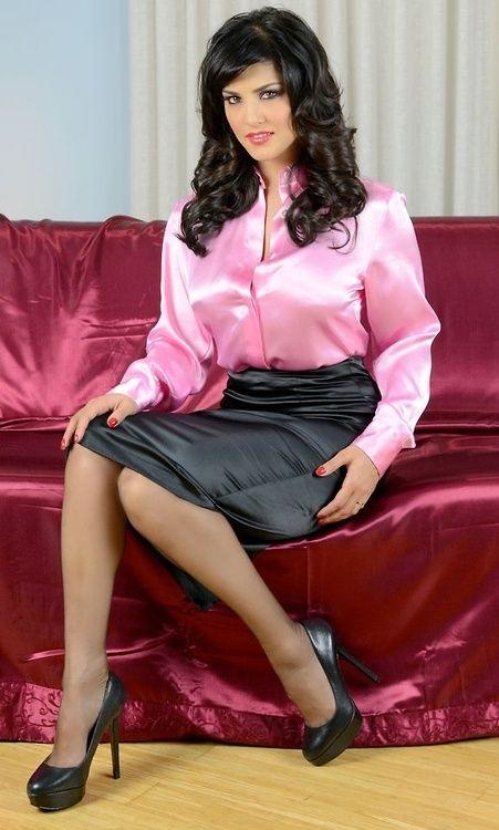 foto-sekretarsha-v-shelkovoy-bluzke
