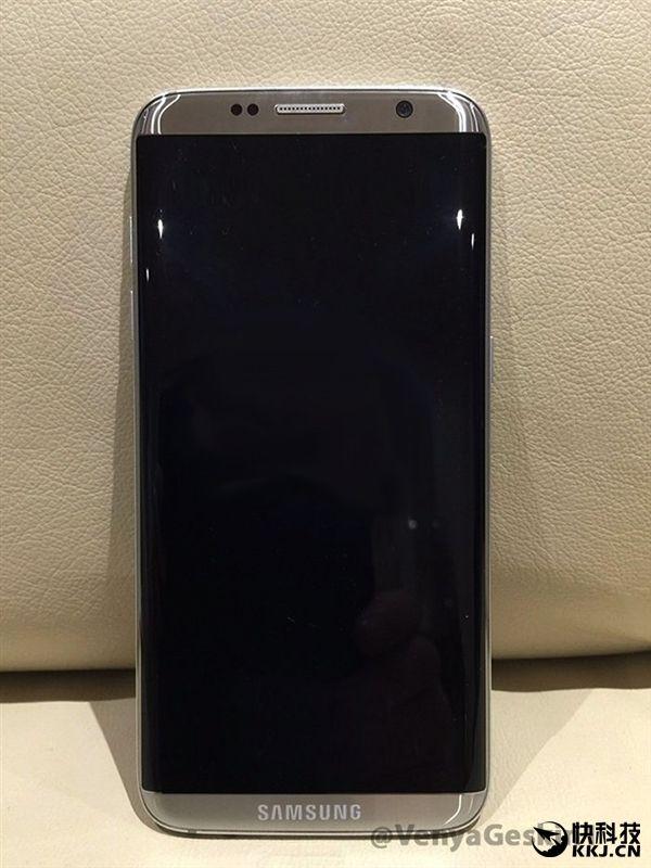 Une nouvelle photo dévoile le Galaxy S8 de Samsung - http://www.frandroid.com/marques/samsung/405635_une-nouvelle-photo-devoile-le-galaxy-s8-de-samsung #Rumeurs, #Samsung, #Smartphones