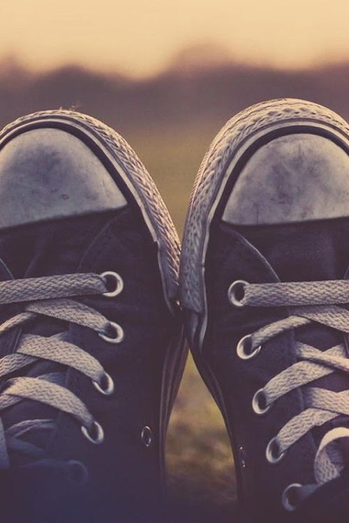 Own every color of converse =D <3