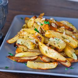 Roasted Potatoes With Garlic Sauce: Intrigued by the garlic, olive oil, and parsley topping that elevates the simple potatoes.: Side Dishes, Recipe, Garlic Sauces, Olives Oil, Food, Roasted Potatoes, Eating, Garlic Roasted, Sidedish