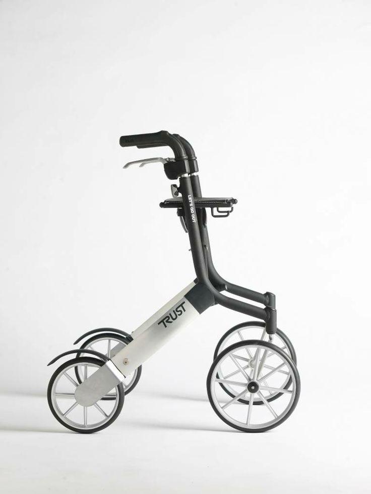 De Trustcare Let's Go Out rollator heeft wereldwijd erg veel succes. Hij weegt slechts 6.2 kilo en is verkrijgbaar in het zilver/zwart of in het zilver/beige.