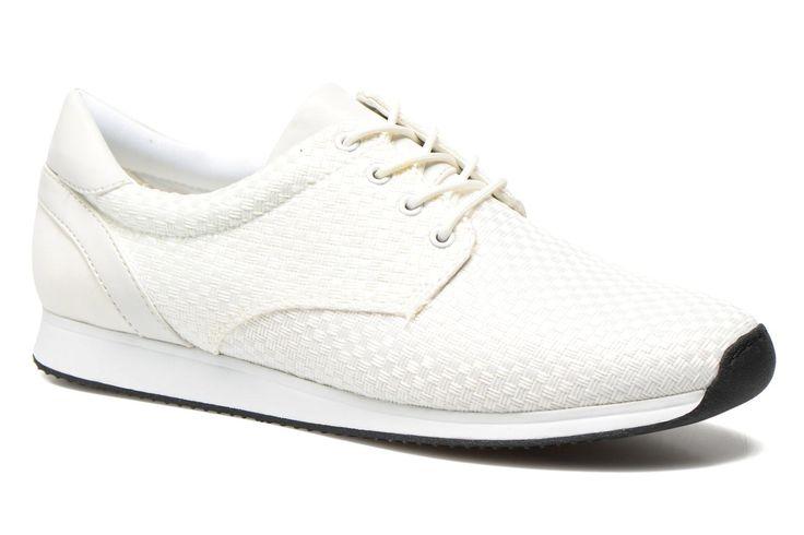 Het schoenenmerk Vagabond werd gecreëerd in 1960, in een tijdperk van totale vrijheid waarin alles mogelijk leek te zijn. De kantoren werden gevestigd in Italië en het merk bracht een collectie herenschoenen op de markt. In 1994 vestigde Vagabond zich in  ...