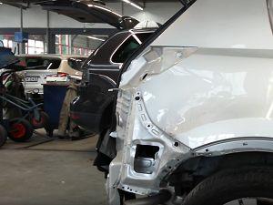 СТО «АвтоПокрас» предлагает доступный кузовной ремонт КИА в Краснодаре и крае   http://avtopokras23.ru/kuzovnoj-remont-kia.html ... Специалисты нашего СТО производят кузовные работы, выправление вмятин без покраски. Например, мелкие вмятины, появляющиеся во время эксплуатации и от непредвиденных случайностей. Это связано с особенностями напряжения металла, что необходимо учитывать для сохранения лакокрасочного покрытия. Соответственно, исполнение этой работы требует от профессионала…