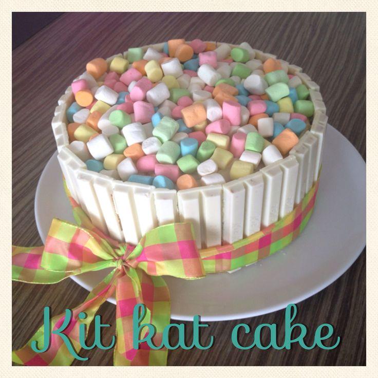 White kitkat cake with marshmallows Www.ritaypunto.me