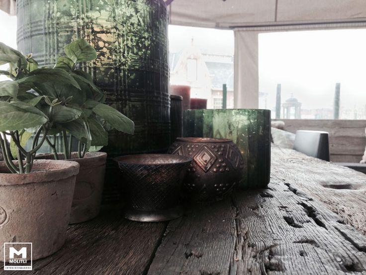 de Molitli Buitentafel. een super stoere houten tafel van oude wagon delen. www.molitli-interieurmakers.nl
