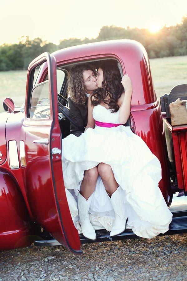 love this: White Cowboys Boots, Cowboy Boots, Pickup Trucks, Classic Cars, Cute Ideas, Dresses Ideas, White Boots, Cars Poses, White Cowgirl Boots