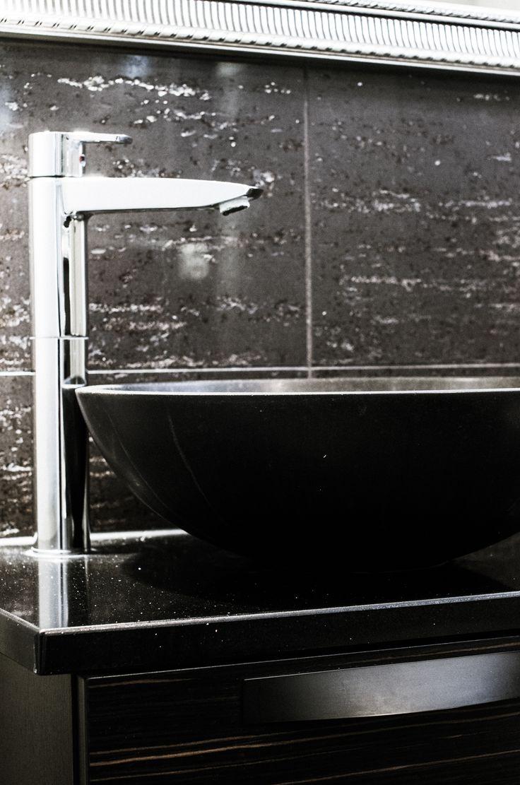 Tunnelmallinen tumma kylpyhuone – Nordic Atmosphere